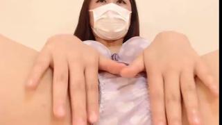 日本知名網站付費直播 這妹傻傻就把內褲拉開讓我們大飽眼福