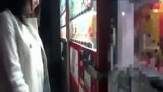 【浜崎真緒】露出ドライブ、DVDショップ露出、公衆トイレフェラ抜き、容赦ない羞恥プレイで巨乳美女を辱めまくる野外調教! - 3