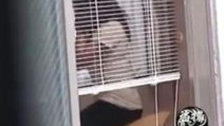 【オナニー隠撮】隣家覗き 幼馴染の女の子が枕でめっちゃ股間擦ってるんだがwww