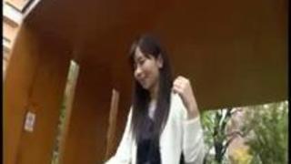 【マッサージ師】22歳【関西出身】せいらちゃん参上!応募理由は『エッチなマッサージをされたいから♪』仕事中マッサージしなが…