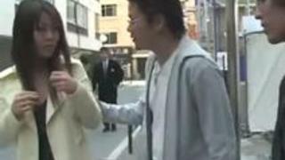 【セックスエロ動画】白昼堂々の犯行!OLを力づくで路地に引っぱり込んでレイプする変態達・・・