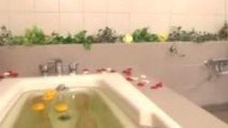 巨乳 フェラ 風呂 ショートカット 小倉ゆず