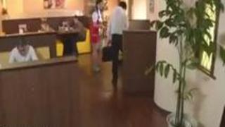 【由愛可奈】飲食店でAVを見ている変態客にエッチなお仕置きをするウエイトレスのお姉さん