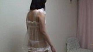 日本の十代の女の子のトプレスバニーガールコスプレ。