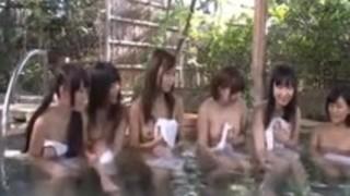 修学旅行で露店風呂に入る女子を覗いたらバレた男子がお仕置きされる