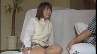 日本人の人形相沢里美が魅力的な肛門を弄ぶ魅力