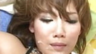 西村明夫は、彼女の暖かい口と猫で驚きます