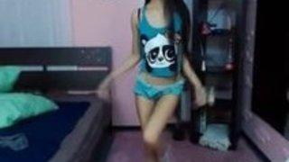 スキニーアジアのダンスとストリップ