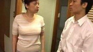 【xvideos】デカパイのおばさんの近親相姦無料H動画。【おばさん動画】