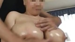 妻の巨大な授乳おっぱい10