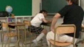 学校でユーリ平山巨乳女子高生のクソ