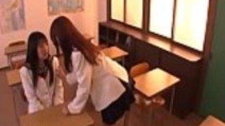日本の女子高生の最高のレズビアン体験 - もっとElitejavhd.comで