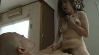 スケベな四十路40代巨乳人妻おばさんの、ヘンリー塚本の不倫フェラエッチ動画!【ヘンリー塚本動画】
