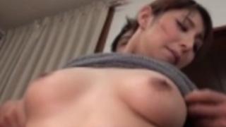 (秋吉ひな)夫が嫁の巨乳に興奮して乳首責めしてフェラさせてセックスで中出ししちゃう!