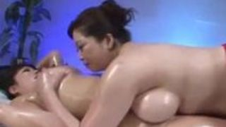 【レズ】三喜本のぞみと加山なつこという豊満爆乳熟女2人がローションヌルヌルで濃密に絡み合う