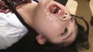 【女子高生媚薬】 監禁されて媚薬を打たれた巨乳女子校生がイラマチオで次々に口マンコを犯される動画がヤバイ