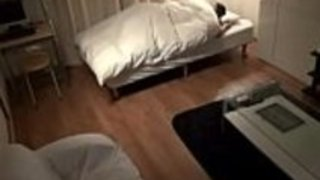 日本のビッグティットの主婦は彼女のアパートに彼女の隣人を魅了したPornallday.com