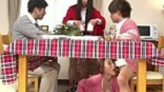 秘密のゲーム日本のママと息子の机の下LinkFull:http://q.gs/E5g6o
