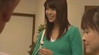 Datingsolo.com  - 眠っている日本人のティーンは、家族の友人たちによって嫌がらせを受けた