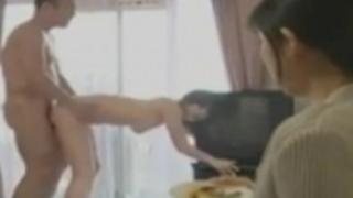 ヘンリー塚本妻が妊娠中のため隣の淫らな人妻と浮気するゲス男小池絵美子