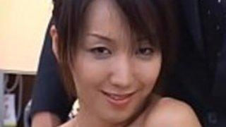 スリムな日本の女性の医者ファンタスティックなファックとブレイク