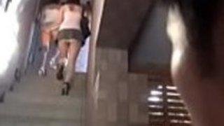 ミニスカートで日本の女子を検閲
