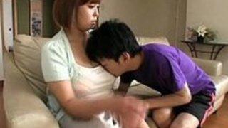 【熟女エロ動画】【禁断の母子相姦をしてしまう衝撃の映像】膝枕で授乳プレイを楽しもう|イクイクXVIDEOS日本人無料エロ動画まとめ