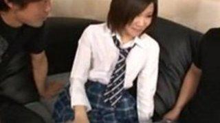 【女子高生手マン】制服の女子高生の手マン3Pキスプレイがエロい。|イクイクXVIDEOS日本人無料エロ動画まとめ