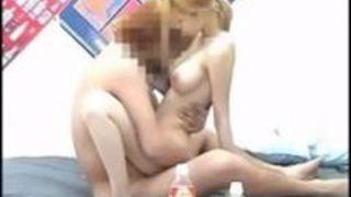 【ギャル隠し撮り】スケベでHな巨乳のギャル素人の、隠し撮りセックスフェラプレイエロ動画!!エロい乳してます!