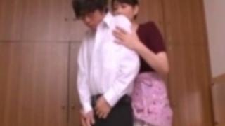 【三浦恵理子】息子の初めてのセンズリをサポートしてあげるお母さん