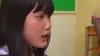 【宮崎あや手ヌキ】黒髪な淫乱痴女女子高生の、宮崎あやの手ヌキM男プレイ動画。